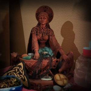 Cerridwen Statue on my altar